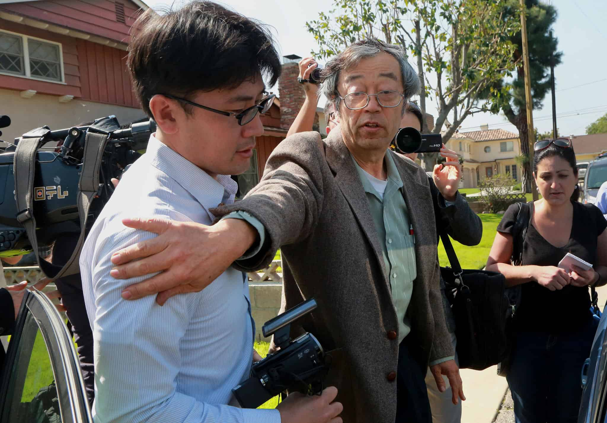 Dorian Nakamoto harassed by the press on his doorstep